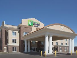 Holiday Inn Express & Suites Minot photos Exterior