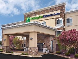 Holiday Inn Express Hotel & Suites Chicago - Libertyville photos Exterior