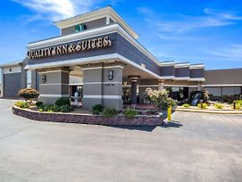 Quality Inn & Suites Kansas City - Independence I-70 East photos Exterior