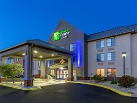 Holiday Inn Express & Suites Scottsburg photos Exterior
