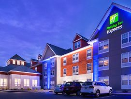 Holiday Inn Express Mystic photos Exterior