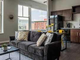 Airy + Adorable 2Br Apt In The Heart Of The City photos Exterior