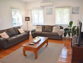 Spacious & Delightful 2 Bedroom House Near Cbd photos Exterior