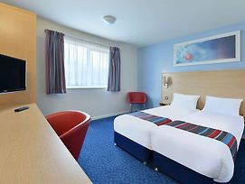 Travelodge Nottingham Em Airport Donington Park M1 photos Room