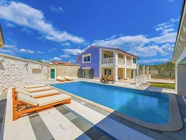 Vranjic Villa Sleeps 8 With Pool Air Con And Wifi photos Exterior