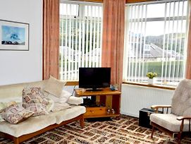 Homely 2 Bed With Arthur Seat Views photos Exterior