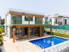 Gumbet Villa Sleeps 8 With Pool Air Con And Wifi photos Exterior