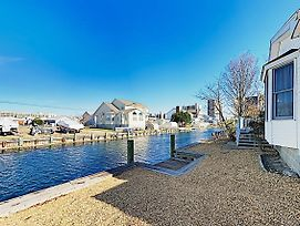 Tranquil Canal-Front Getaway - 3 Blocks To Beach Home photos Exterior