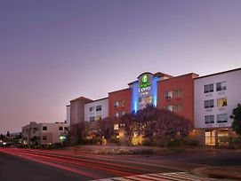 Holiday Inn Express Hotel & Suites Belmont photos Exterior