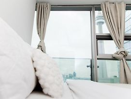Modern Two Bedroom Two Washroom Free Parking Near Cn Tower Mtcc Acc photos Exterior