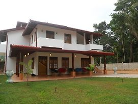 Mama*S Palace Hiriketiya Entire Property photos Exterior