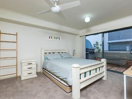 3 'Peninsula Waters', 2-4 Soldiers Point Rd - Beautiful Air Conditioned Unit With Pool, Lift & Wifi photos Exterior