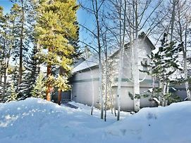 Silverthorne Ski House-Deck, 2 Car Garage, Quiet Location. Easy Drive To Slopes, Dining, Shops photos Exterior