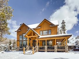 Luxe All-Suite Getaway W/ Heated Garage & Hot Tub Home photos Exterior