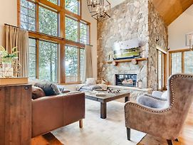 New Listing! Luxe Lodge W/ Mountain-View Hot Tub Home photos Exterior