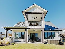 New Listing! Luxury Reserve At Lake Travis Retreat Home photos Exterior