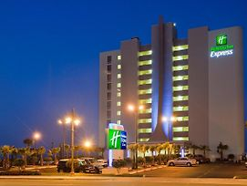 Holiday Inn Express & Suites Oceanfront photos Exterior