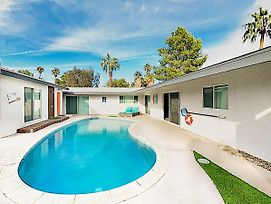 New Listing! Upscale Haven W/ Pool, Near Downtown Home photos Exterior