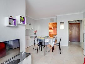 Sumptuous Apt With Private Parking Near Train Station By Guestready photos Exterior