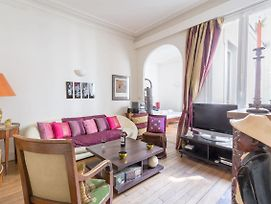 Lovely Flat With Authentic Furnishings By Guestready photos Exterior