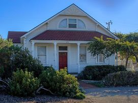 A Victorian Lightkeepers House By The Sea photos Exterior