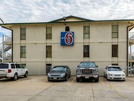 Motel 6 Lake Charles On The Bayou photos Exterior