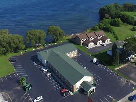 Econo Lodge On The Bay photos Exterior