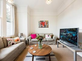 Heart Of Ealing Apartment With Garden photos Exterior