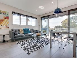 Explore Sydney From A New North Shore Apartment photos Exterior