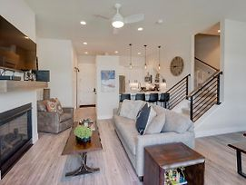 Downtown Luxury Loft #6 Near Resort With Huge Hot Tub - Free Activities Daily, Wifi & Shuttle photos Exterior