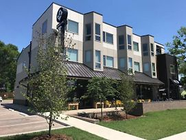 Nations 204 , Mingle With The Stars 1 / Minutes To Downtown ! photos Exterior