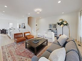 New Listing! Stylish All-Suite End Unit W/ Garage Townhouse photos Exterior