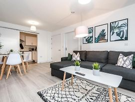 Modern & Central 2 Bed Apt With Free Parking Near Duke Street photos Exterior
