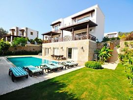 Bodrum Villa Sleeps 10 With Pool Air Con And Wifi photos Exterior