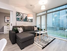 Modern & Central 2 Bed Apt With Free Parking photos Exterior