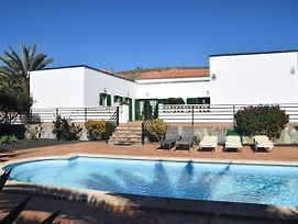 Spacious Villa With Good Location In The North, Just 15 Min From The Beach photos Exterior