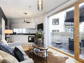 2 Bed Apartment Shalfleet Drive 1Min To Tube photos Exterior