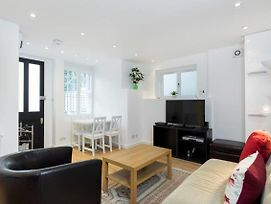 Chic & Contemporary 2 Bed 2 Bath In Hampstead photos Exterior
