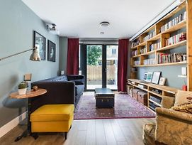 Contemporary Cosy 2 Bed Flat W Patio In Limehouse photos Exterior