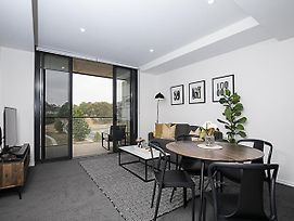 Canberra Chic-Hosted By:L'Abode Accommodation photos Exterior