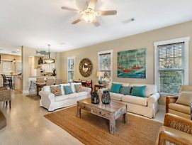 The Parrot Keep~Upgraded 3Br/3Ba Beach House Minutes From The Gulf! photos Exterior