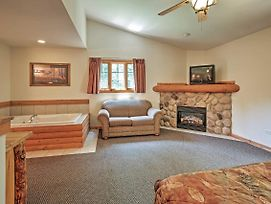 2Br North Utica Townhouse W/2 Fireplaces! photos Exterior