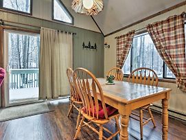 Cozy Pocono Lake Cabin In Gated Community With Pools! photos Exterior