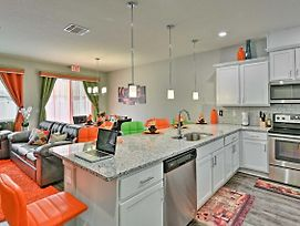 Vibrant Townhome W/Pool Access - Mins To Disney! photos Exterior