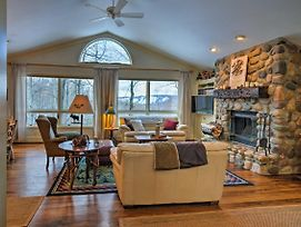 Harbor Springs Family Home With Access To Clubhouse! photos Exterior