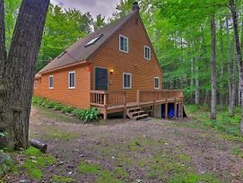 Cozy White Mountain Home - 5 Mins To Attitash Mtn! photos Exterior