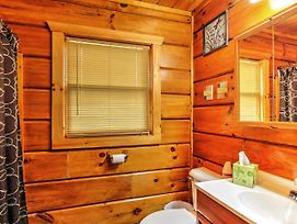 Studio Log Cabin In Sevierville W/Private Hot Tub! photos Exterior