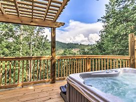 Sevierville Cabin W/ Private Mtn View Hot Tub! photos Exterior