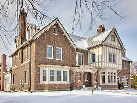Spacious Tudor Style Home 1Mi To Downtown Bay City photos Exterior