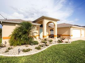 Canalside Cape Coral Oasis With Lanai, Saltwater Pool photos Exterior